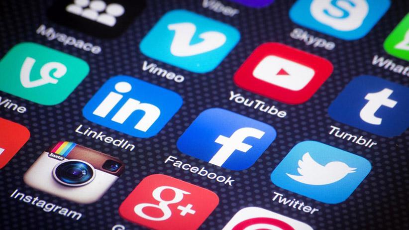 Sociálne média valcujú internet